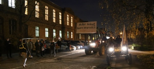 Trecker-Demo vor der BVV am 26.11.2014