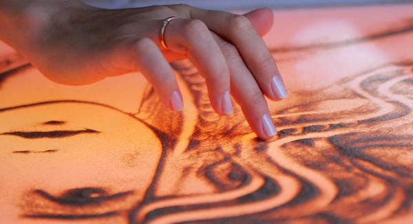 Aljona Voynova - Sandmalerei Show © Admiralspalast Berlin