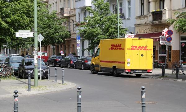 DHL-Transporter in der Florastraße