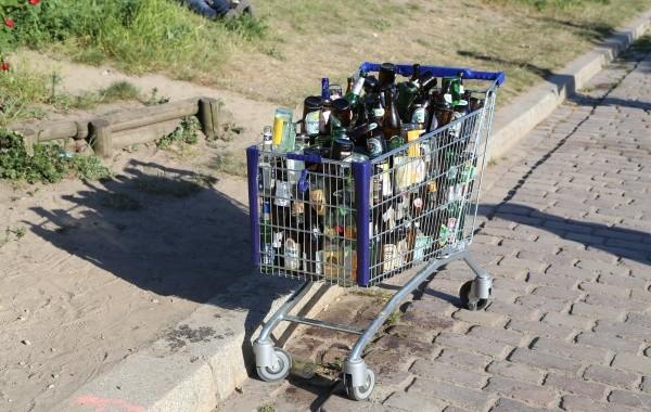 Pfandflaschenlogistik im Mauerpark