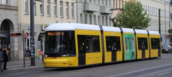 Tram M10 in der Eberswalder Straße