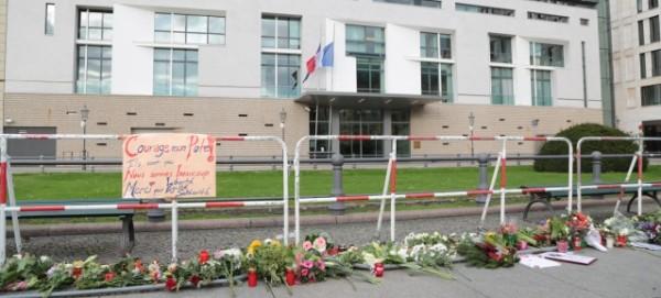 Trauerbekundung auf dem Pariser Platz