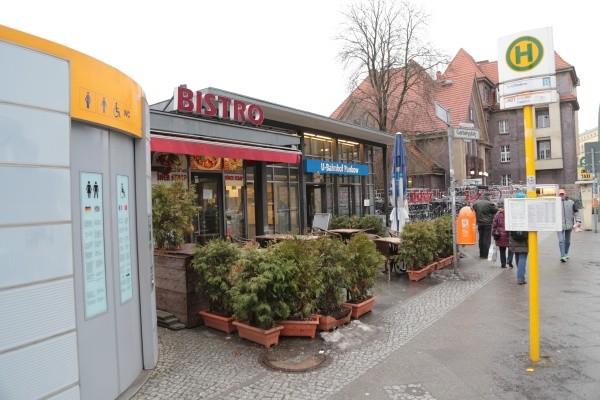 Garbátyplatz mit Bistro & Klo