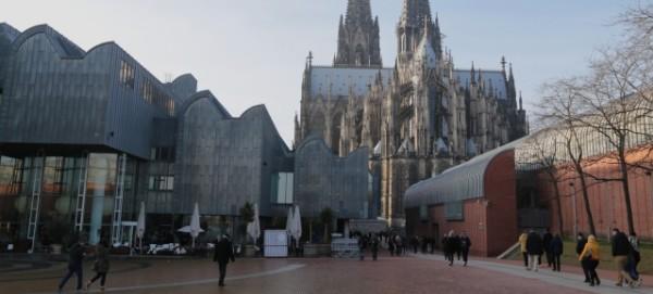 Museum Ludwig mit Kölner Dom