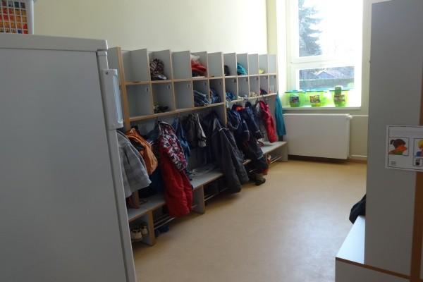 """Kita """"Spatzenburg"""": frisch sanierter Umkleideraum"""