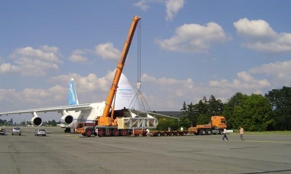 Schwertransport: Beladung einer Antonov