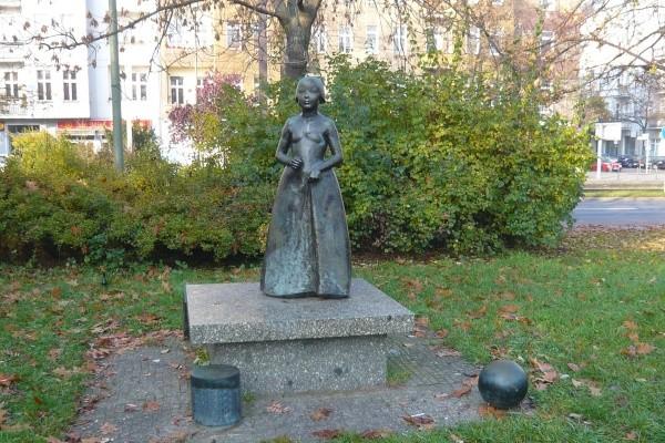 """Bronzeskulptur """"Debütantin"""" von Michael Klein (1982)"""