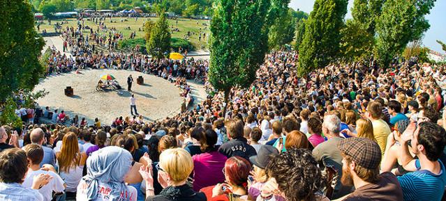 Bearpit-Karaoke-Show im Mauerpark in Pankow