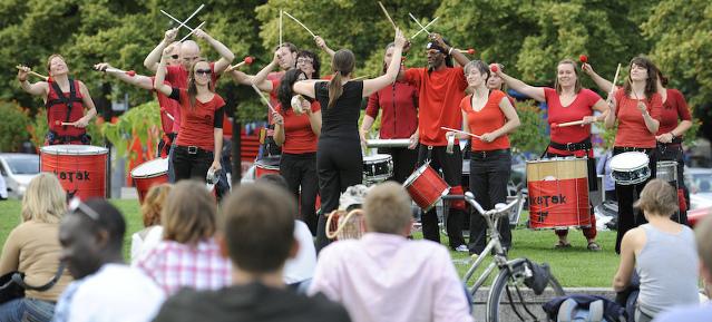Rakatak - Trommelgruppe aus Berlin-Pankow im Lustgarten,