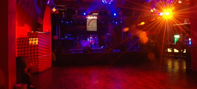 Leere Tanzfläche im Frannzclub