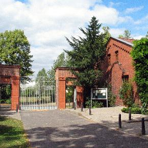 Eingang am Städtischen Friedhof Weißensee in der Roelckestraße