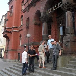 Auf der Rathaustreppe am 20,6.2013