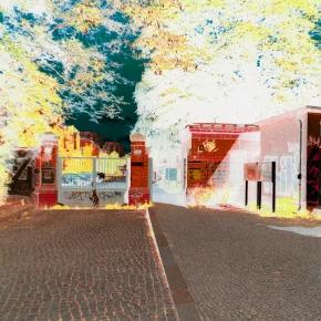 Eingangstor zum Bezirksamtsgelände in der Fröbelstrasse