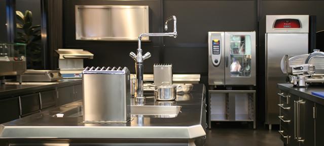 Küchenhygiene mit Edelstahl. Blitzsauber! Foto: PRAMOL-CHEMIE AG - CH