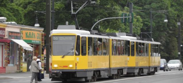 TATRA Strassenbahn der Linie 50 in der Berliner Straße