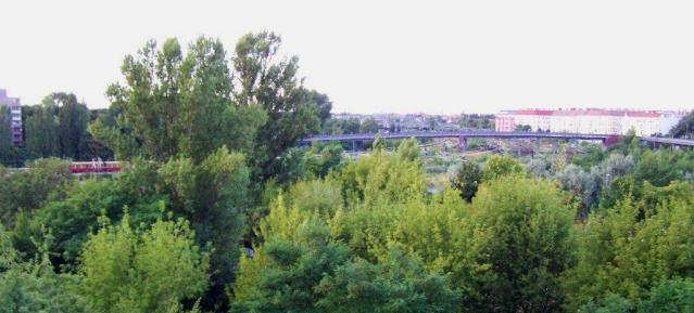 Blick aus dem DEGEWO-Wohnhaus auf den Mauerpark