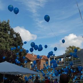 Sommerfest im Kinderhospiz SONNENHOF: Luftballon-Aktion