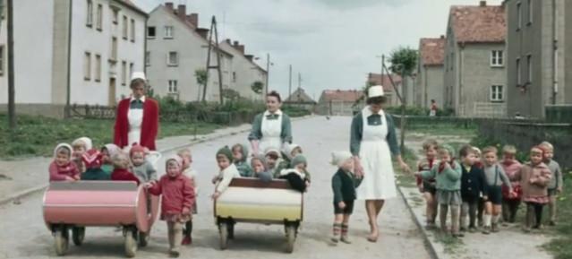 Krippenkinder: Ausflug mit Krippenwagen Foto: Martin Schmidt