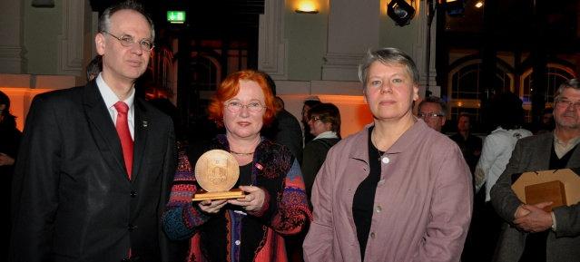 Verleihung der Bezirksmedaille 2014 am 15.Januar an Pfarrerin Ruth Misselwitz