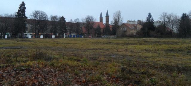 Stillstand in Pankow: Baugrundstück am Pankower Anger