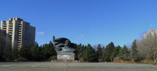 Thälmannpark mit Thälmann-Denkmal am 13.2.2014