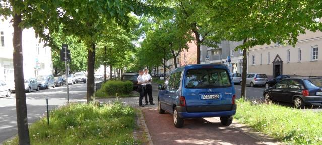 Parken im Grünen in der Erich-Weinert-Str.