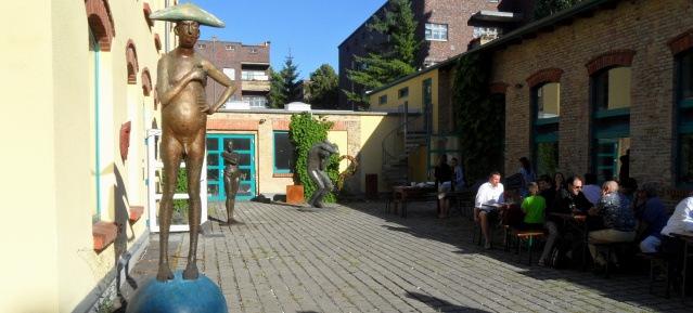 Kunst im Hof der Kunstgießerei Flierl