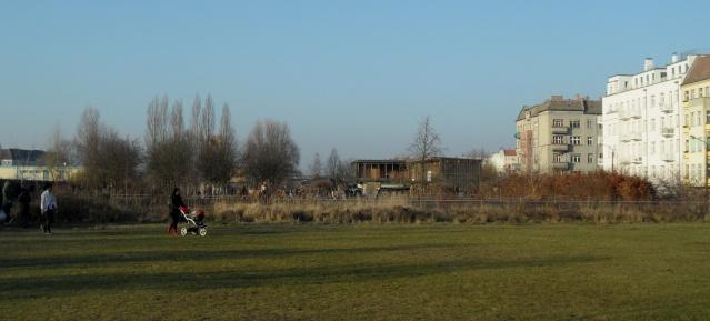 Mauerpark: freier Blick zum Moritzhof