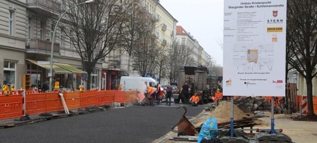 Asphaltarbeiten in der Stargarder Straße