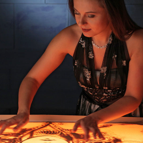 Aljona Voynova - Sandmalerei Show