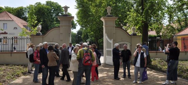 Eröffnung des Schlossparktors in Buch
