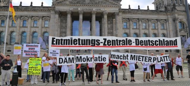 Mieter-Demonstration vor dem Reichstag