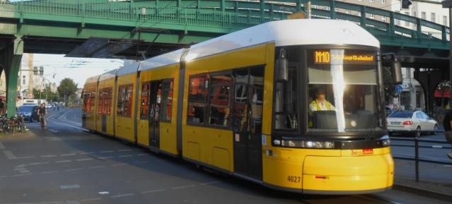 Metro-Tram M10 zum Hauptbahnhof