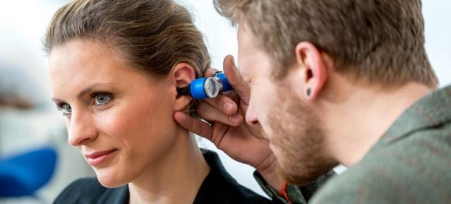 Hör-Test beim Hörgeräte-Akustiker