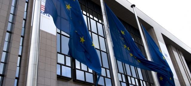 EU-Kommission in Brüssel flaggt Halbmast