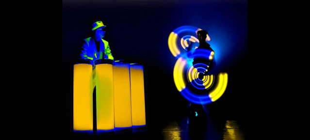 Trommelbeats und HighTech-Licht-Jonglage © Duo TnT