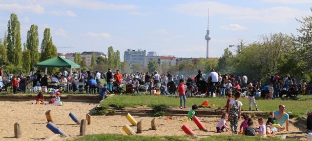 Grillen im Mauerpark