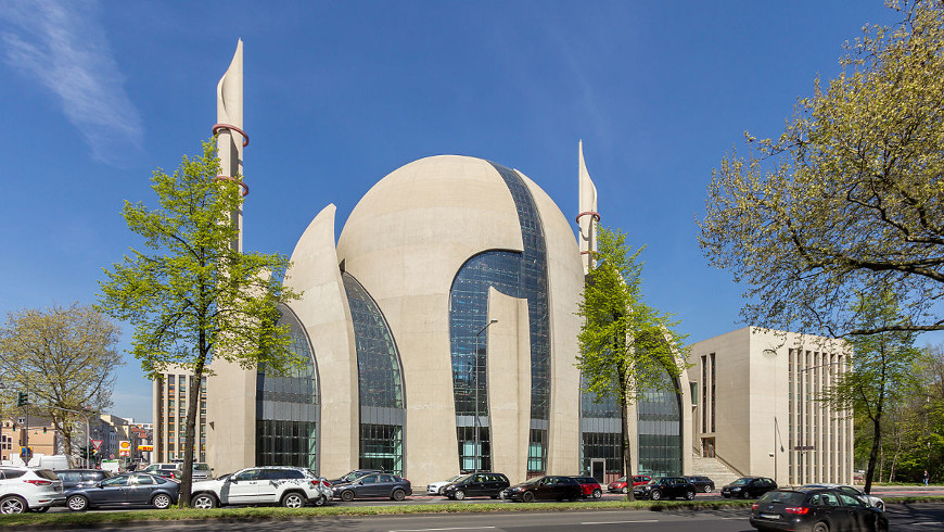 DITIB Zentralmoschee in Köln - Foto: © Raimond Spekking / CC BY-SA 4.0 -via Wikimedia Commons)
