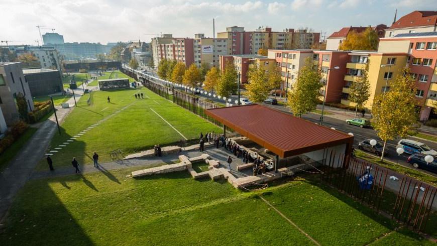 Die Grundmauern des ehemaligen Grenzhauses Bernauer Straße 10a auf dem Areal der Gedenkstätte Berliner Mauer.Foto: © Stiftung Berliner Mauer, J. Hohmuth