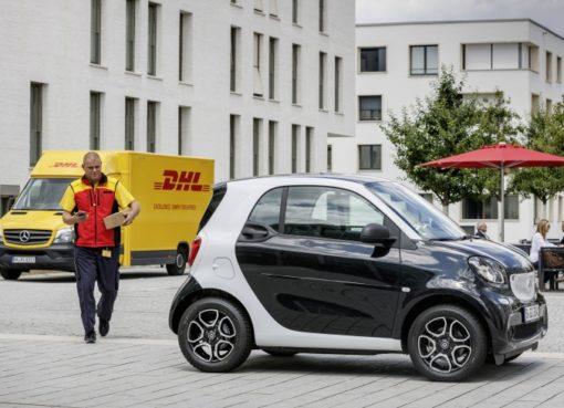 DHL Paket und Smart testen Kofferraum-Zustellung