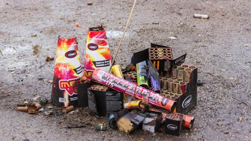 Überreste eines Feuerwerks