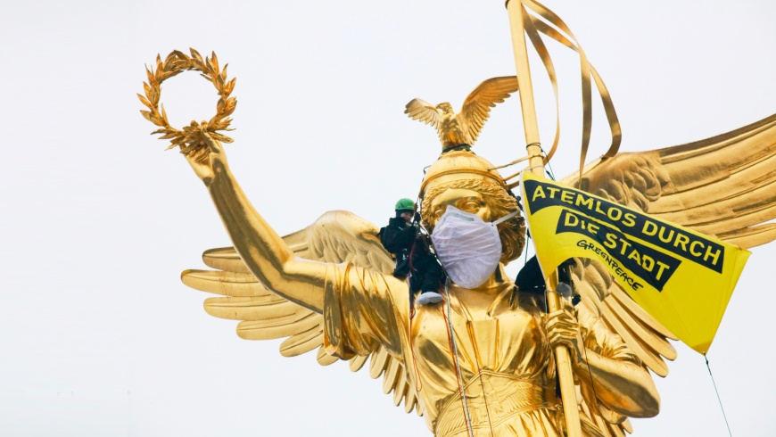 """Greenpeace Aktion: """"Atemlos durch die Stadt"""""""