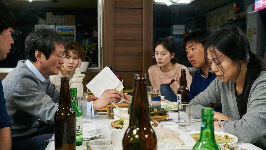 Bamui haebyun-eoseo honja Foto: Kim Jinyoung © 2017 Jeonwonsa Film Co.
