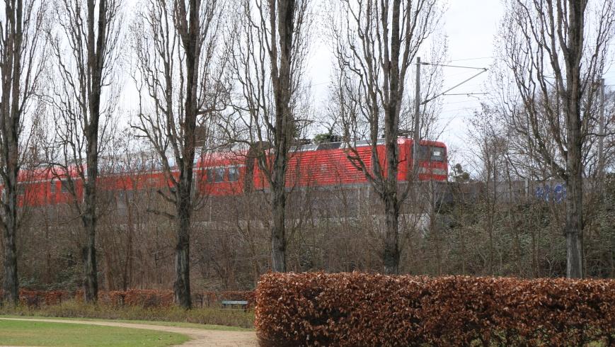 Bahnlärm-Schutzwand