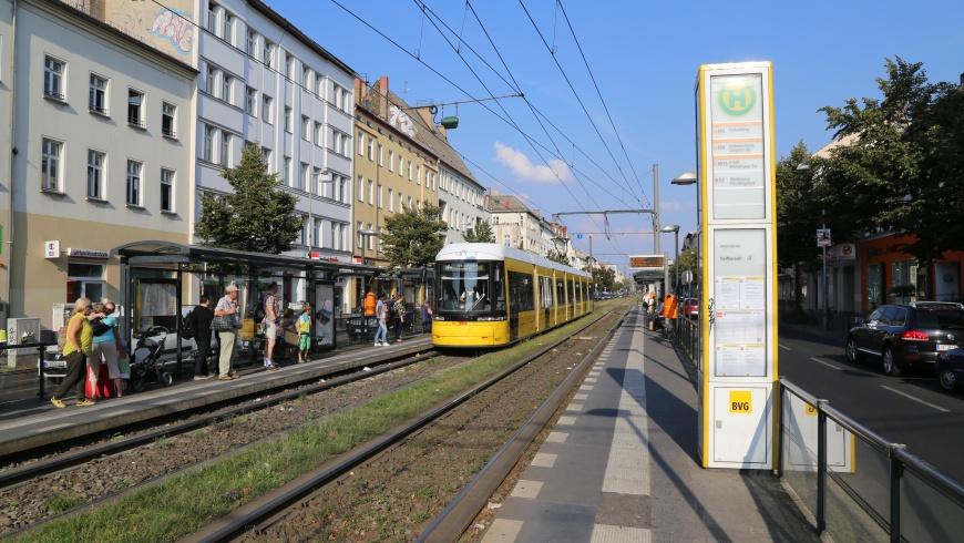 Tram in der Berliner Allee