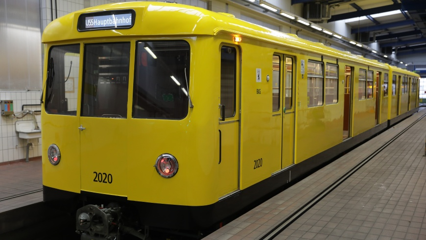 "Berliner U-Bahn Typ ""Dora"" frisch lackiert"