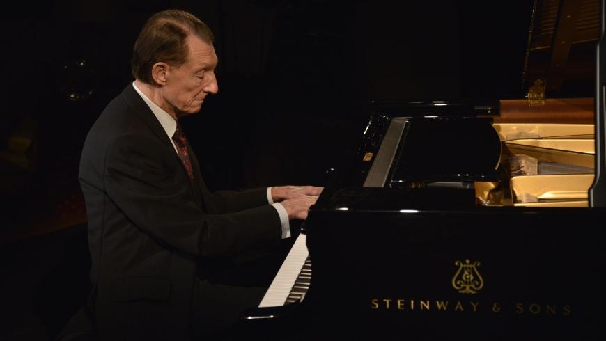 Josef Bulva: Klavier Rezital