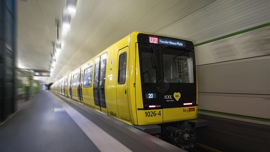 U-Bahn Typ IK der Prototypenserie auf der U2