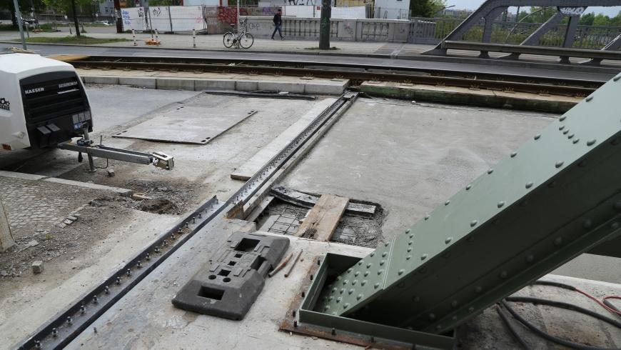 Bösebrücke: komplizierte Brücken-Dehnfugen