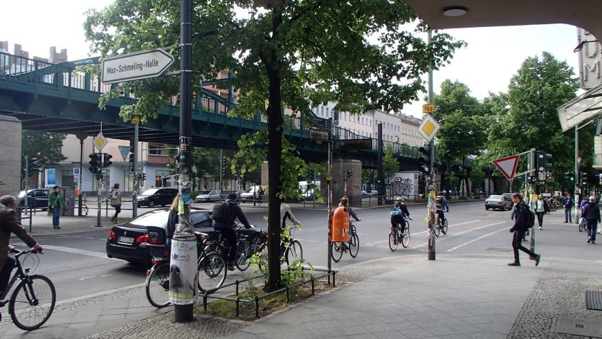 Schönhauser Allee: Radfahrende